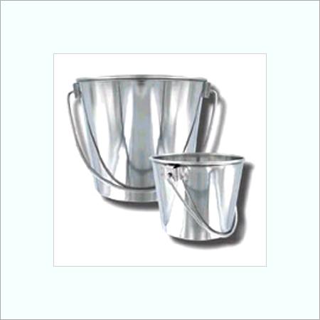 Buckets in  Loha Mandi (Naraina)