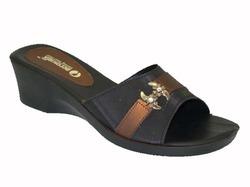d2b524771787a9 Ladies Sandal in Surat