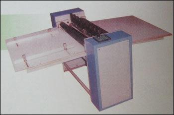 Lable Half Cutting Machine (Re-Se-600)