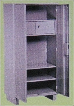 Store Well With Locker