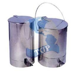 Ss Paddle Operated Dust Bin