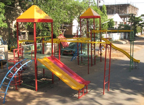 Multi Play System With Circular Climber