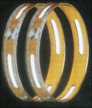 Fancy Stylish Gold Bangles in  Bhuleshwar