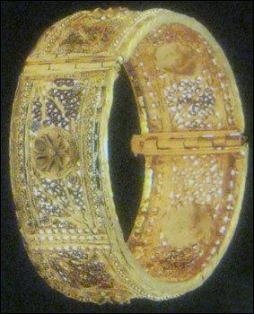 High Finishing Gold Bangles