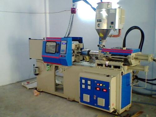 Injection Moulding Machine in  Kathwada