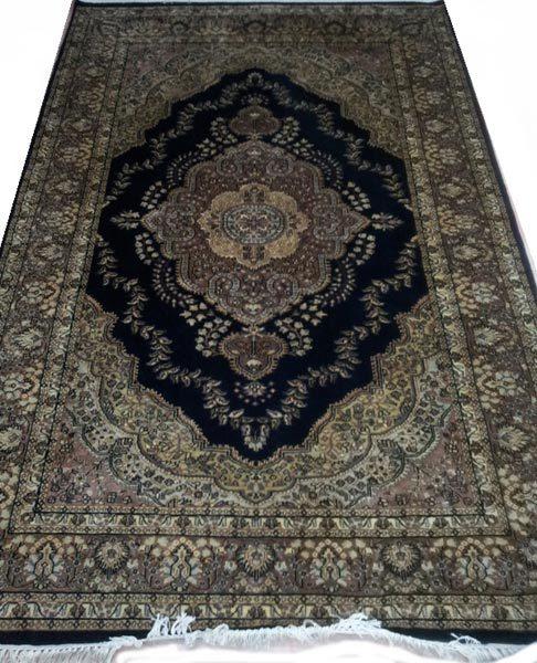 Handmade Designer Woolen Carpet' in   Lashkar