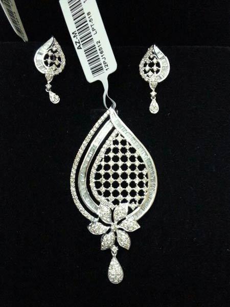 Diamond pendant sets in kheri uttar pradesh shri kunj biharan ji diamond pendant sets in area raniganj aloadofball Image collections
