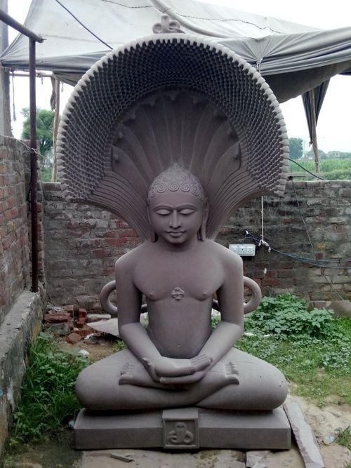 Parshwanath Jain Moorti