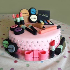 Makeup Set Shape Cake