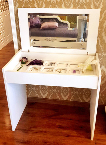 White Luxurious Bedroom Makeup Jewellery Dresser With Mirror