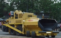 Wet Mix Paver Finisher With Four Wheel On Rear Axle