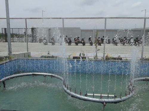 Zigzag Jet Fountain