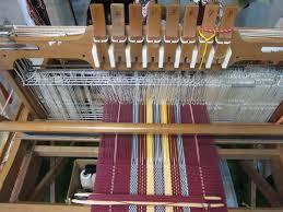 Fine Finish Handloom Weaving Machine - GAYATRI FURNITURE, 2