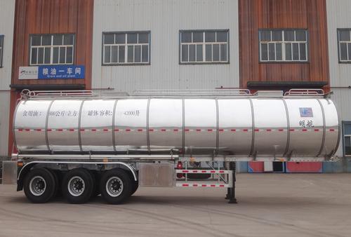 6 CBM Edible Oils Tanker Trailer in  Handian Industrial Zone