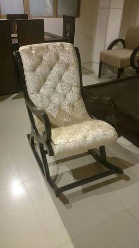 Premium Wooden Rocking Chair / Relaxing Chair In Kirti Nagar