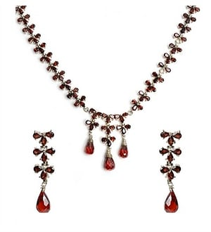 Necklace Set in Sterling Silver with Garnet