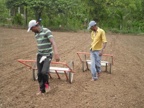 agricultural drum seeder in karjat maharashtra nili inputs. Black Bedroom Furniture Sets. Home Design Ideas