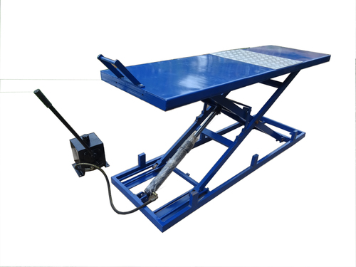 Hydraulic Two Wheeler Lift in  A-Sector (Sanwer)