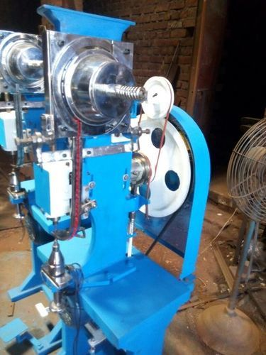 Eyelet Punching Machine in  Narela