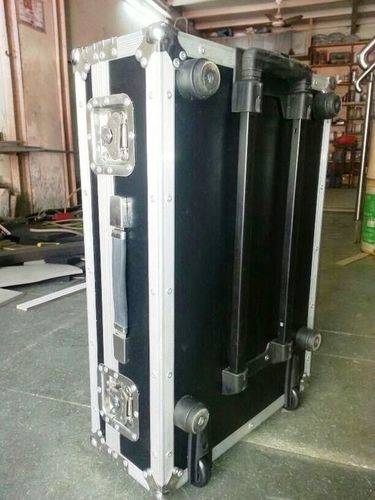 Aluminium Case in  Alkapuri (Vdr)