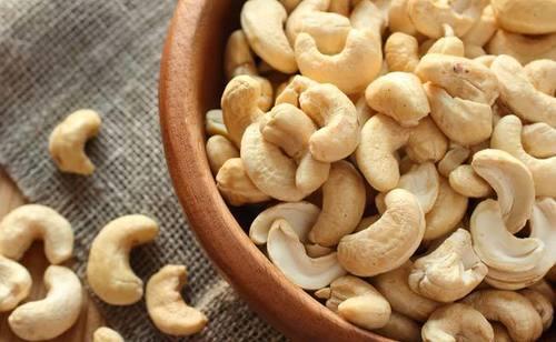 Cashew Nut in  Apmc Mkt-Vashi