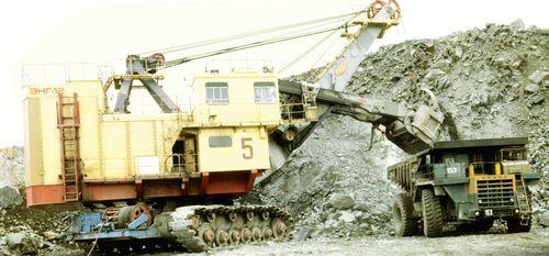 Crawler-Mounted Open-Mine Excavator