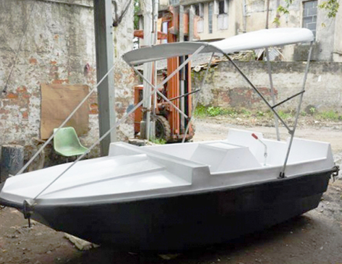 Leg Paddle Boats in  Shakespeare Sarani