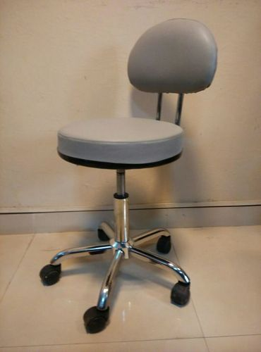 Revolving Patient Chair in  Naraina