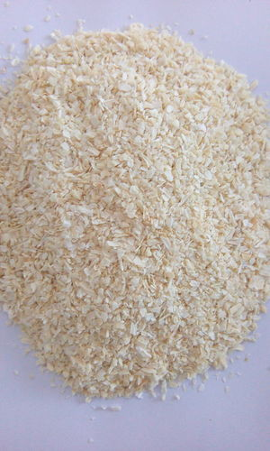 1-3 MM Dehydrated White Onion Minced in   Dwarkadhish Marg