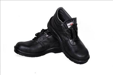 Hillson Rockland Safety Shoes in   Opp. Big Bazar