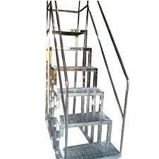 Stainless Steel Ladder in   New Vaddem