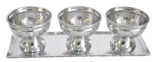 Hammered Aluminium Bowl Set Of 3 With Tray in  New Area