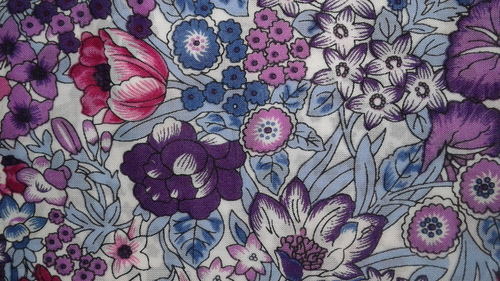 Exclusive Flower Print Cotton Fabrics in  Kalbadevi