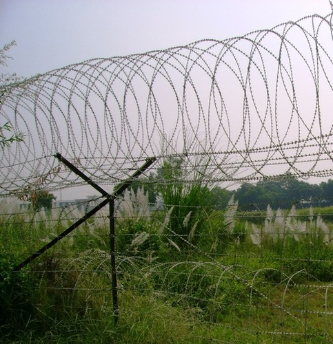 Building Wire Fence