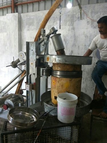 Vagai Marachakku Oil Machines