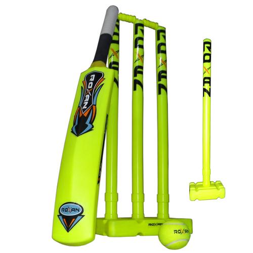 Plastic Full Stump Set And Cricket Bat