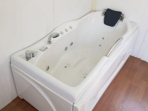 Single Seater Jacuzzi Bathtub