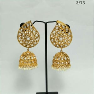 Fashionable And Trending Gold Earring