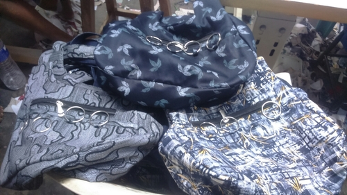 Zipper Closure Ladies Handbags