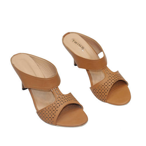 b537e16e79f Manufacturer of Sandals from New Delhi by Shri Nath Footwear