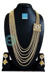 Traditional Pearl Side Broach Necklace Set