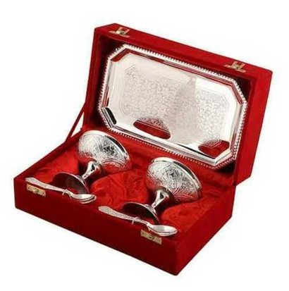 Tray-Oval Silver Coated Stylish Glass And Bowl Set