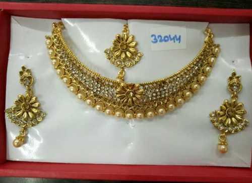 Women Artificial Necklace Set