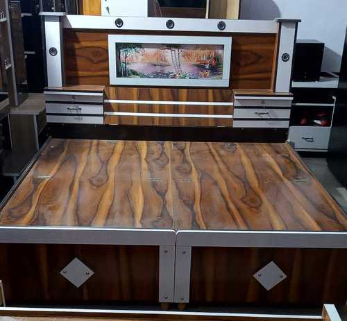 Pure Wooden Double Bed, Size: 4.5 x 6.25 Feet