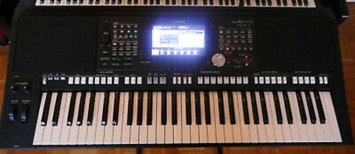 Yamaha PSR S - 975 Keyboard