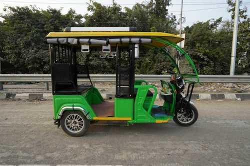 Excellent Torque Power E Rickshaws
