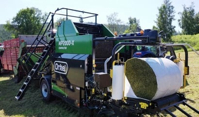 Black And Green Silage Baler Mp 2000 Compactor