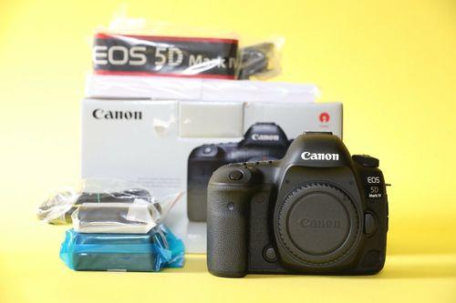 Black Canon 5D Eos Mark Iii Dslr Camera