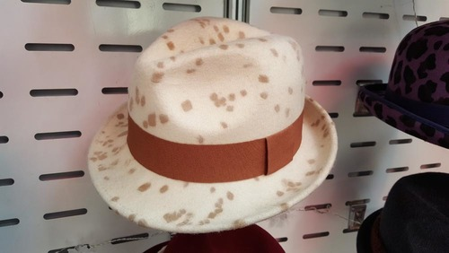 White Colored Round Hat Size: Standard