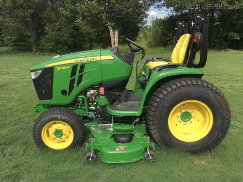 Green John Deere Tractor 3039R